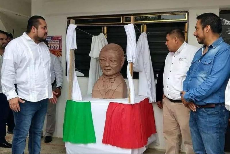 estatua de benito juarez
